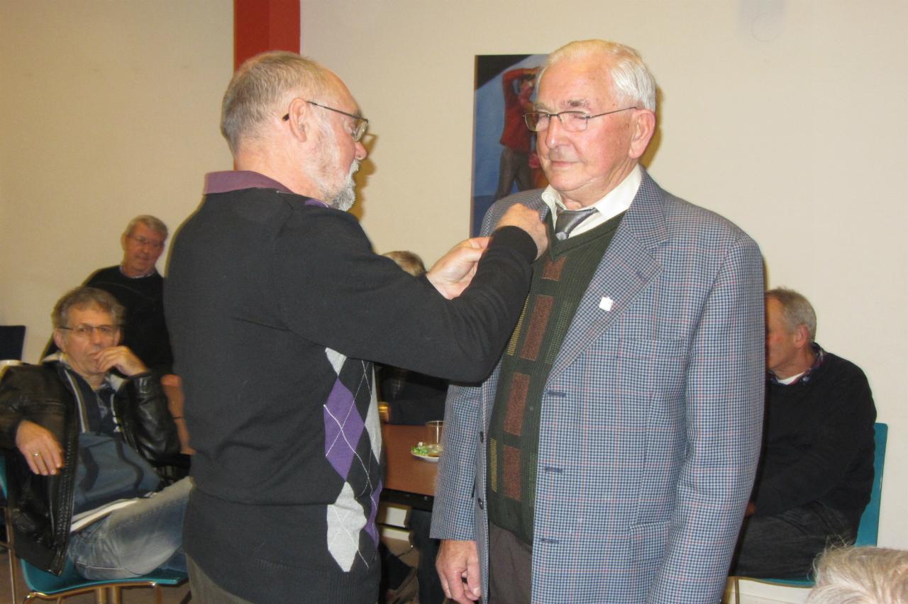 huldiging van de heer B. Nijenhuis 25 jaar lid